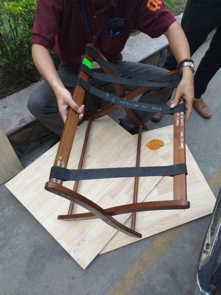 giá đỡ hành lý bằng gỗ